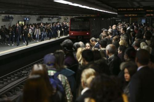 Transportes públicos. Garantir o direito das populações à mobilidade